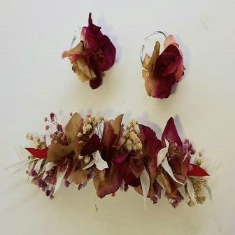 Complementos de mujer con flores naturales