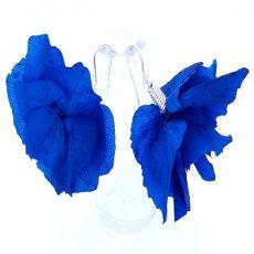 pendientes de plata de ley artesanales con flores preservadas de color azul intenso klein
