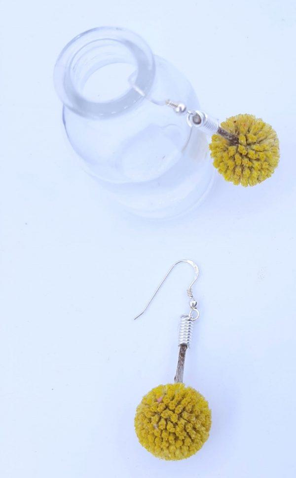 pendientes de plata y flores preservadas . Artresanales